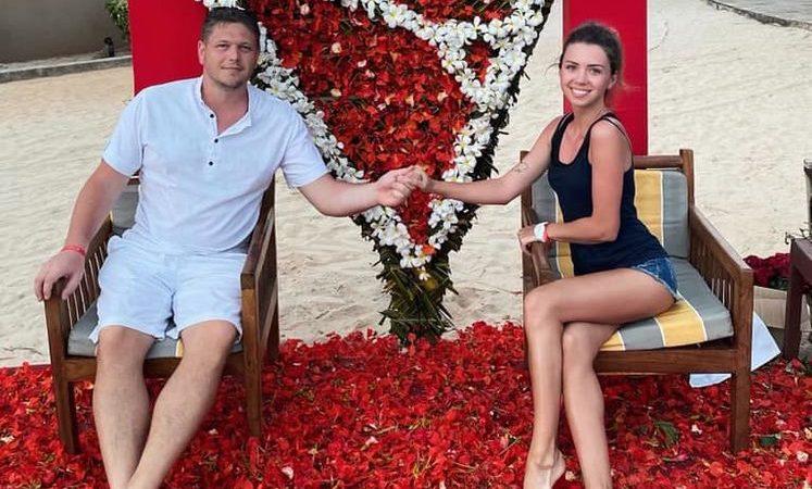 Зинченко, известная как девушка с собачкой из Уханя, вышла замуж за главу миграционной службы Украины